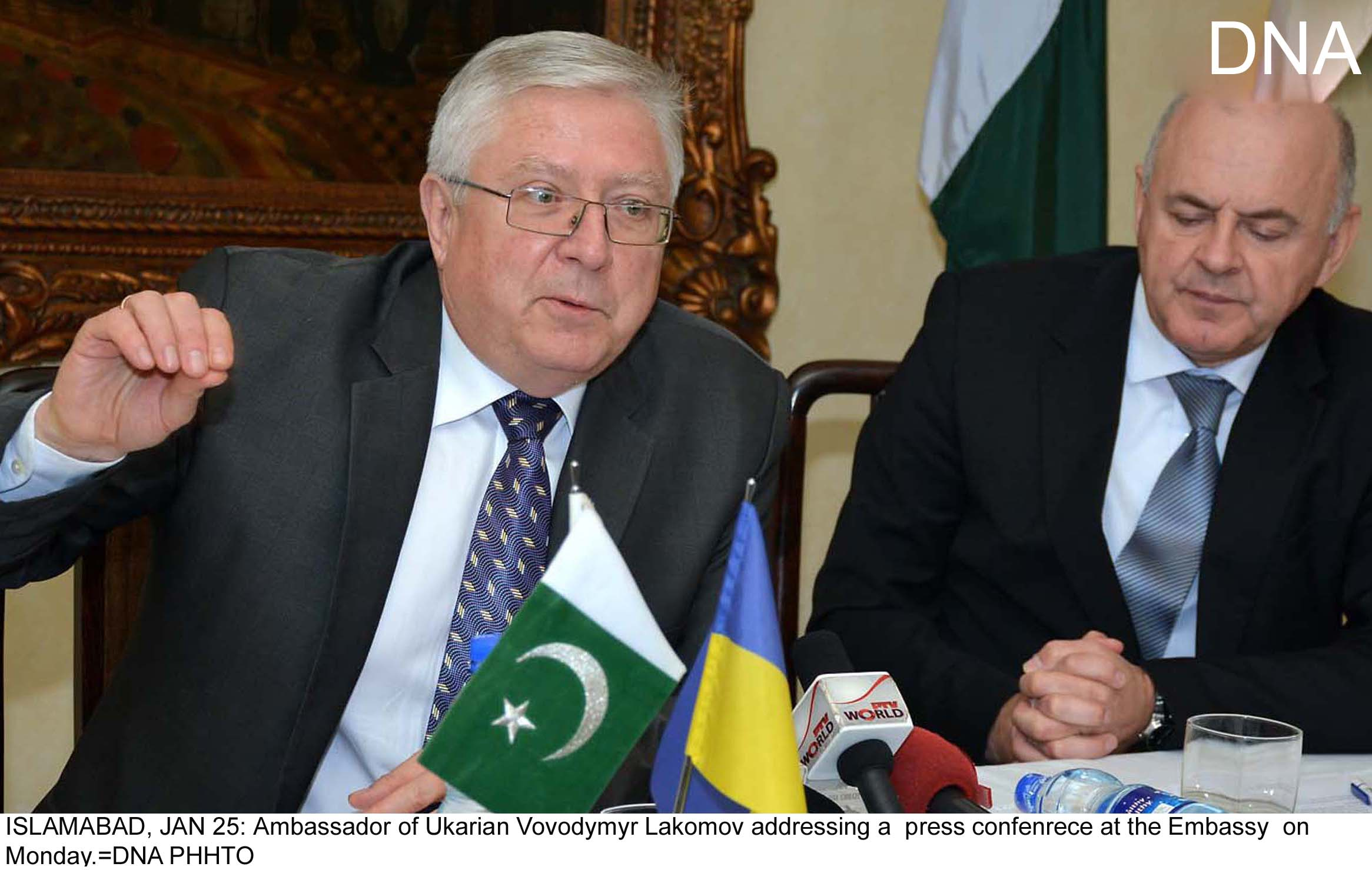 ISLAMABAD, JAN 25: Ambassador of Ukarian Vovodymyr Lakomov addressing a  press confenrece at the Embassy  on Monday.=DNA PHHTO