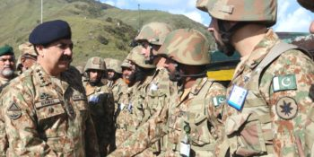 Gen. Raheel Sharif visits frontline troops in Haji Pir Sector