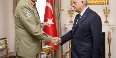 ANKARA, JUNE 22: Chief of Army Staff General Qamar Javed Bajwa  shakes hand with  Prime Minister  of Turkey, Mr Binali Yaldarim. =DNA