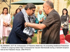 ISLAMABAD, OCT 30: Ambassador of Palestine Walid Abu Ali presenting traditional Palestinian  Cofeiah to outgoing Indian High Commissioner Gautam Bambawale during a farewell reception held at the Palestine House. DNA PHOTO