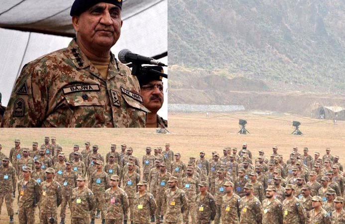 MANGLA, NOV 14: Chief of Army Staff, General Qamar Javed Bajwa, addressing the troops during his visit to Mangla, on Tuesday.=DNA PHOTO