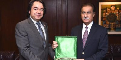 ISLAMABAD, FEB 14: Speaker National Assembly Sardar Ayaz Sadiq presents a souvenir to Ambassador of Turkey, Ihsan Mustafa Yurdakul at Parliament House.=DNA PHOTO
