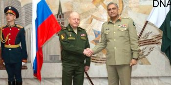 MOSCOW, APR 24: Chief of Army Staff, General Qamar Javed Bajwa shakes hand with Colonel General Oleg Salyukov, Commander Russian Federation Ground Forces, at Kremlin Palce.=DNA PHOTO