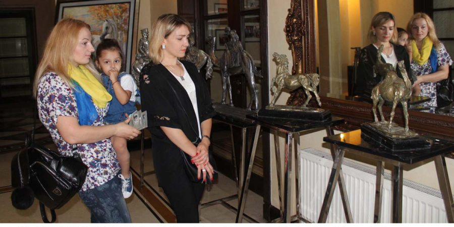 ISLAMABAD, MAY 07: Visitors taking interest in various kinds of sculptures by famous artists Tariq Kakar and Mrs Natalia Boickenko Tariq, at Embassy of Ukraine, on Monday.=DNA PHOTO
