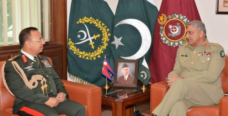 napal-s-army-chief-calls-on-coas-general-bajwa-in-ghq-1526466487-7400