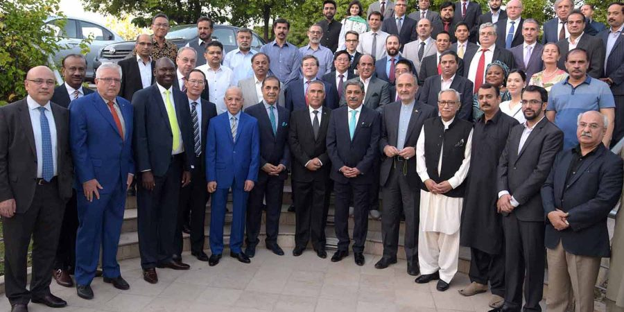 ISLAMABAD, JUNE 14: President Rawalpindi Chamber of Commerce and Industry (RCC) Zahid Latif Khan and members of diplomatic corps in a group photo on the eve of iftar dinner, hosted by RCCI. DNA PHOTO