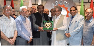 ISLAMABAD, JUN 21: President FPCCI, Ghazanfar Bilour, presents a shield to Chairman FBR, Tariq Mahmood Pasha, on Thursday.=DNA PHOTO