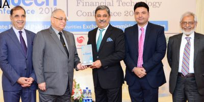 RAWALPINDI, AUG 07: President RCCI, Zahid Latif Khan presenting souvenir to CEO FFC Lt. Gen. (retd) Tariq Khan at the Financial Technology Conference organized by RCCI.=DNA PHOTO