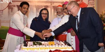 ISLAMABAD, SEPT 18: Federal Minister for Defence Production Zubaida Jalal, Cardinal Joseph Coutts, Charge d Affaires of Embassy of Holy See Joseph Maramreddy and others cutting cake during a reception hosted by Embassy of Holy See in honour of His Eminence Cardical Joseph Coutts.=DNA PHOTO