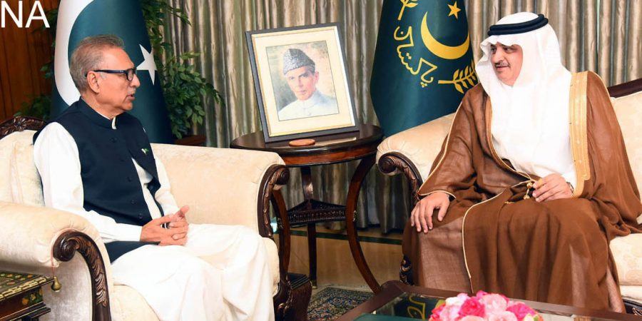 ISLAMABAD, NOV 06: President Dr. Arif Alvi talking to Ambassador of Saudi Arabia Nawaf bin Said Al-Malki.=DNA PHOTO