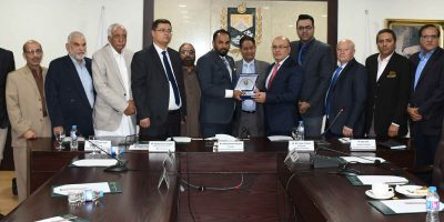 ISLAMABAD, NOV 15: President of Islamabad Chamber of Commerce and Industry (ICCI) Ahmad Mughal presenting a shield to Ambassador of Uzbekistan Furqat Siddikov during his visit to ICCI. DNA PHOTO