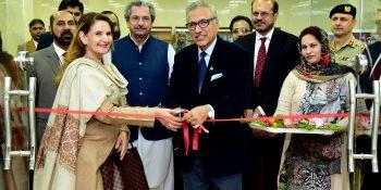 ISLAMABAD, NOV 15: President Dr. Arif Alvi and First Lady Mrs Samina Alvi inaugurating  'Presidential Corner' in National Library of Pakistan =DNA
