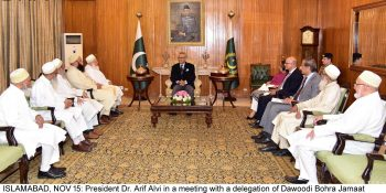 ISLAMABAD, NOV 15: President Dr. Arif Alvi in a meeting with a delegation of Dawoodi Bohra Jamaat  headed by Shaikh Kumail Shaikh Yunus  in Islamabad =DNA