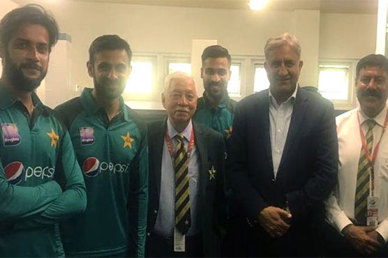 COAS pays visit to Pakistan cricket team's dressing room in South Africa