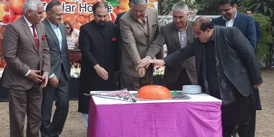TAXILA, FEB 17: Chairman Joint Chiefs of Staff Committee Gen. Zubair Mahmood Hayat, and  others cutting cake on the occassion of Orange Festival, on Sunday. DNA