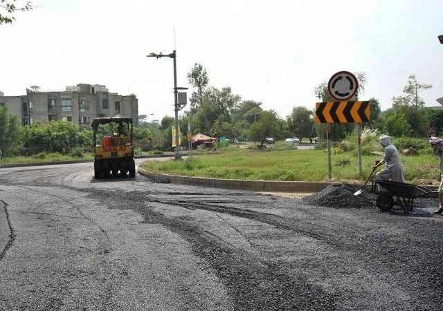 Slow pace of work at Ataturk Avenue irks CDA chief