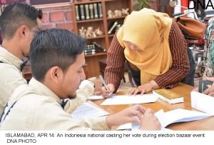 ISLAMABAD, APR 14: An Indonesia national casting her vote during election bazaar event. DNA PHOTO