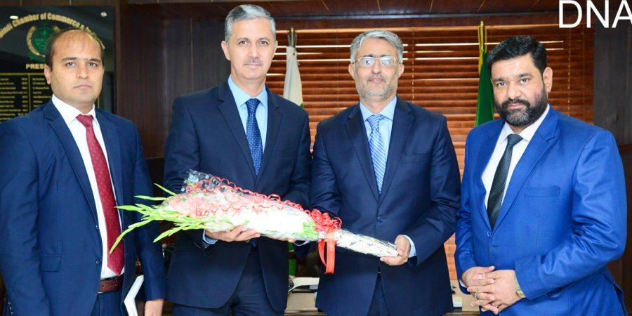 RAWALPINDI, MAY 13: President RCCI, Malik Shahid Saleem presenting a bouquet to Ambassador of Tajikistan, Ismatullo Nasredin during a meeting on Monday.=DNA PHOTO