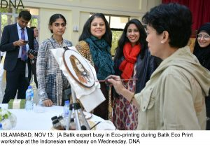 ISLAMABAD, NOV 13: |A Batik expert busy in Eco-printing during Batik Eco Print workshop at the Indonesian embassy on Wednesday. DNA