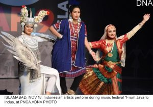 """ISLAMABAD, NOV 18: Indonesian artists perform during music festival """"From Java to Indus, at PNCA.=DNA PHOTO"""