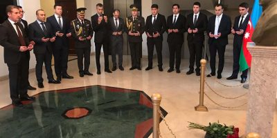 ISLAMABAD, DEC 12: Ambassador of Azerbaijan Ali Alizada along with embassy staff paying  respects to great leader of Azerbaijan Hydar Aliyev during a ceremony on Thursday. DNA PHOTO