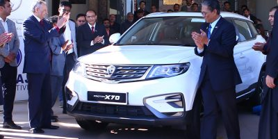 ISLAMABAD, DEC 15: Abdul Razak Dawood, Advisor to Prime Minister for Commerce, Textile,  Industry & Production recieves PROTON X70 car gifted by Prime Minister of Malaysia Dr. Mahathir Mohammad to Prime Minister of Pakistan Imran Khan. DNA PHOTO