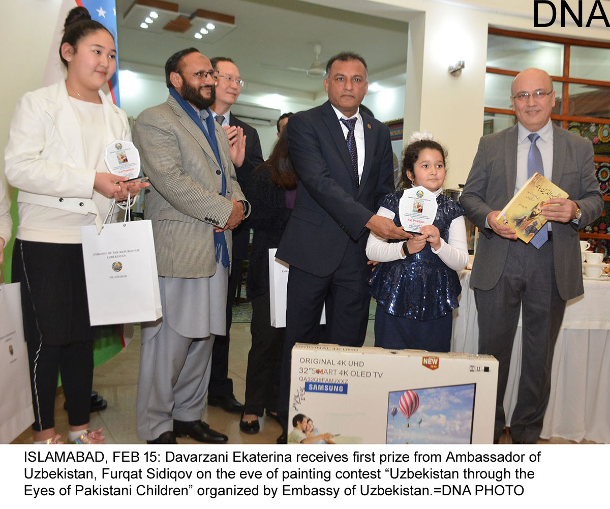 "ISLAMABAD, FEB 15: Davarzani Ekaterina receives first prize from Ambassador of Uzbekistan, Furqat Sidiqov on the eve of painting contest ""Uzbekistan through the Eyes of Pakistani Children"" organized by Embassy of Uzbekistan.=DNA PHOTO"