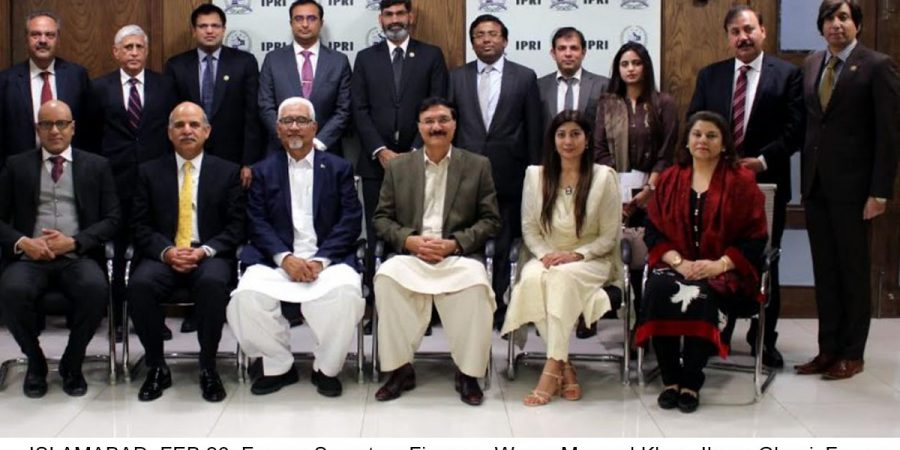 ISLAMABAD, FEB 26: Former Secretary Finance, Waqar Masood Khan, Ihsan Ghani, Former DG NACTA and others pose for a group photo on the eve of counter terrorism moot organized by IPRI.=DNA PHOTO